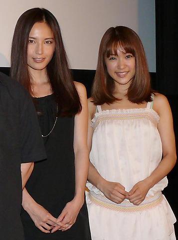 みひろ役の渡辺奈緒子、AV撮影シーンはたくさんのスタッフに囲まれて…