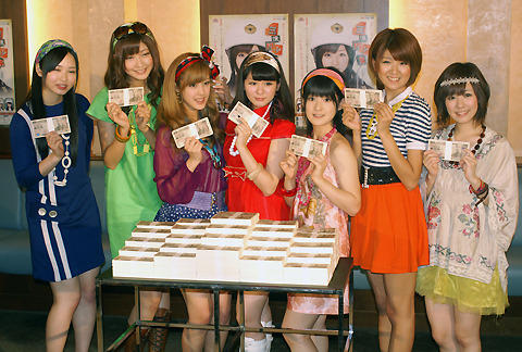 Berryz工房、ナマ札束に「キャー!」舞台「三億円少女」発表会見