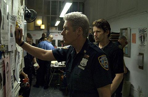 「トレーニング・デイ」監督がR・ギア主演で再び描く警官の正義