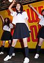 川島海荷、 制服姿で広末デビュー曲を熱唱&ダンスも披露
