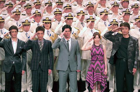 伊藤英明ら「海猿」キャスト、海上保安官100人と対面