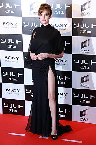 アンジェリーナ・ジョリー、大胆セクシードレスでファン魅了