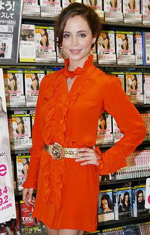 """「ドールハウス」主演のエリザ・ドゥシュクが初来日、日本""""ドール""""にご満悦"""