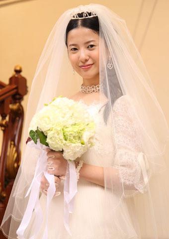 吉高由里子、3年ぶり主演映画「婚前特急」で人生初の花嫁姿