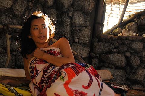 無人島に女1人と男32人 映画「東京島」は実話がモチーフ?