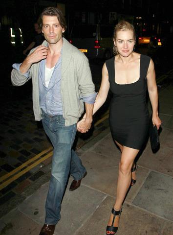 ケイト・ウィンスレットが新恋人と手つなぎデート