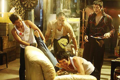 ジョン・ウーら絶賛の台湾大ヒット作「モンガに散る」日本公開が12月に決定