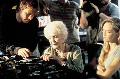 「タイタニック」女優グロリア・スチュアートさん100歳で死去