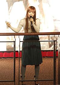 主題歌を熱唱する中川翔子「恋の正しい方法は本にも設計図にも載っていない」