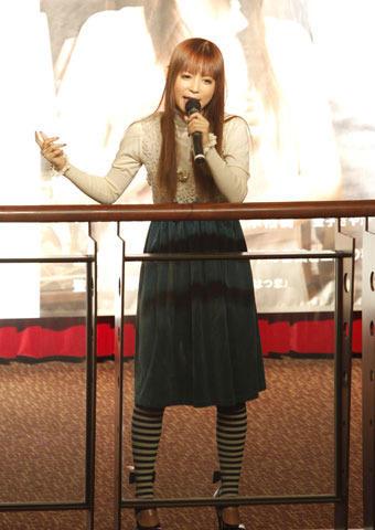 サプライズ熱唱の中川翔子、キスシーンは「歯磨きしすぎて血が出た」