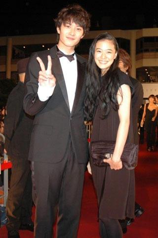 岡田将生&蒼井優、釜山映画祭5000人の歓迎に感激