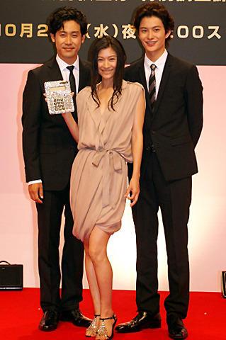 篠原涼子、岡田将生と16歳差キスも 日テレ系ドラマ「黄金の豚」