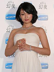 総額2億円のジュエリーに気分はオスカー女優「白夜行」