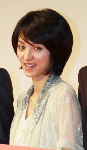満島ひかり、「川の底から」石井裕也監督と結婚