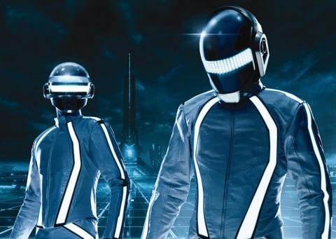 トロンスーツ姿の「ダフト・パンク」公開!サントラ発売は12月15日