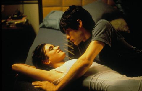 「気がめいる陰うつな映画」30本 英誌が選出
