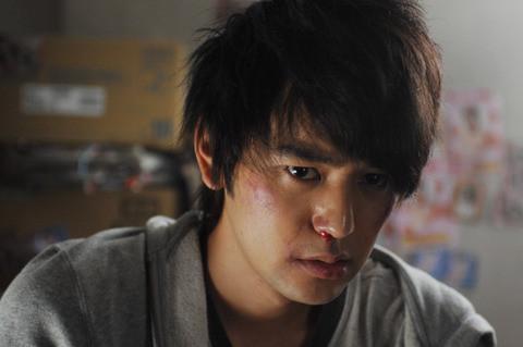 妻夫木聡、主演最新作で死体の運び屋に 拷問受け鼻血も