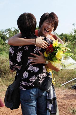 向井理、酷暑カンボジアで涙の撮了 深作監督とは熱い抱擁