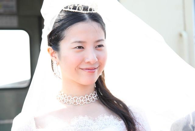 """吉高由里子""""怒って笑ってキスをして""""「婚前特急」予告を独占入手"""