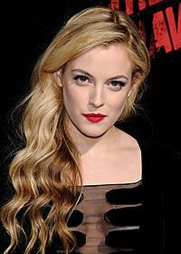 プレスリーの孫娘ライリー・キーオ「白雪姫」