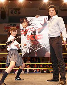 あこがれの後楽園ホールのリングにあがった 武田梨奈(左)と横山一敏「KG カラテガール」