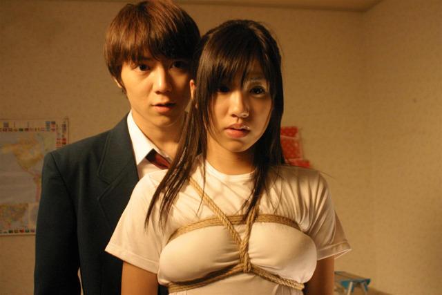 グラドル永瀬麻帆、初主演映画「ナナとカオル」で縛られちゃった