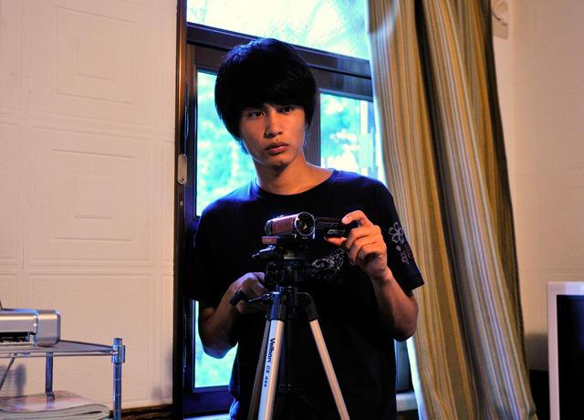 中村蒼、20歳の誕生日に主演作「パラノーマル第2章」DVD発売決定