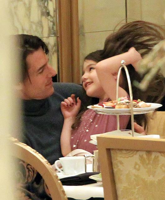 トム・クルーズ夫妻と愛娘スリ、ニューヨークでアフタヌーンティーの休日