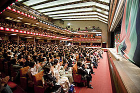 千穐楽で最後の演目「助六由縁江戸桜」が 終わった直後の場内の様子「わが心の歌舞伎座」