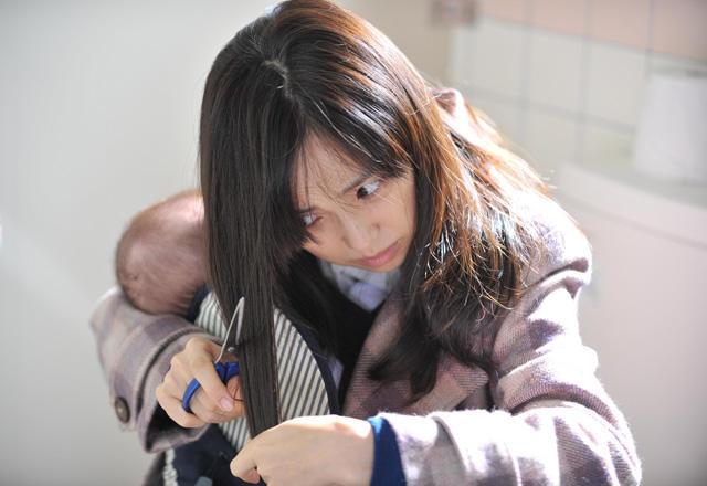 永作博美「八日目の蝉」劇中で地毛20センチをバッサリ!