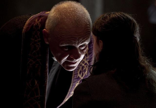 A・ホプキンスがレクター博士を超える怪演 「ザ・ライト」特別映像公開