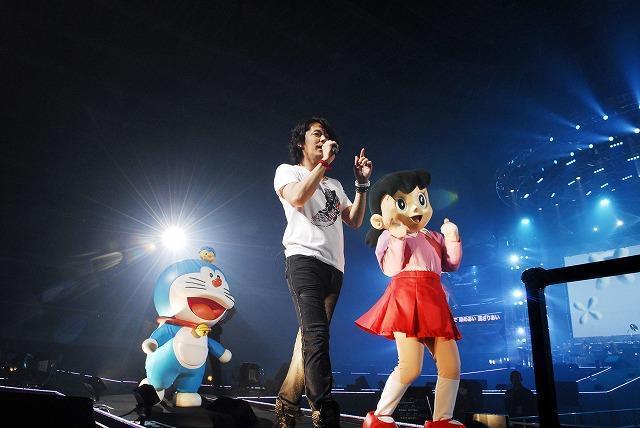 """福山雅治ライブにドラえもん&しずかちゃん""""飛び入り""""参加!"""