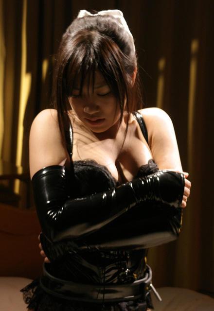 SM青春映画「ナナとカオル」ヒロイン、恥ずかしボンテージ姿に