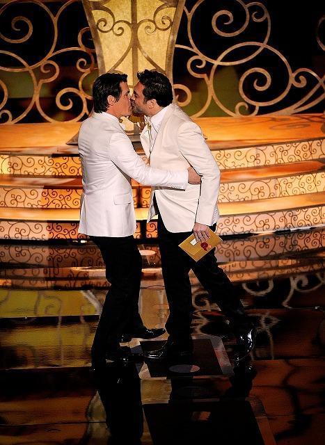 アカデミー賞授賞式でJ・ブローリンとJ・バルデムがキス 放送はカット