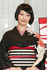 「生誕100 岡本太郎展」開会式に出席した常盤貴子「風が強く吹いている」