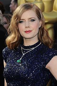 「ザ・ファイター」ではアカデミー助演女優賞に ノミネートされたアダムス「スーパーマン」