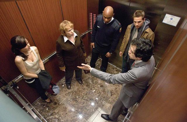 シャマラン製作「デビル」は高層ビルのエレベーターめぐる密室劇