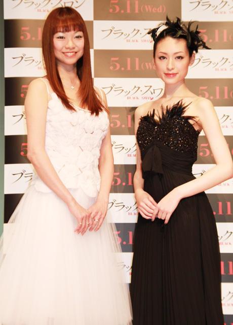 栗山千明、妖艶黒ドレスで観客を魅了「あこがれは黒鳥」