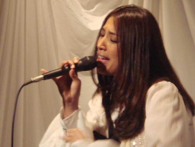 福原美穂、Ustreamのライブ中継で生歌披露