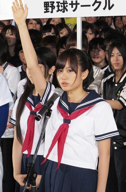 前田敦子が「もしドラ」セーラー服姿で登場 「どんなときも真摯に」