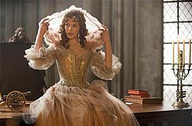 正体不明の美女を演じたジョボビッチ「三銃士 王妃の首飾りとダ・ヴィンチの飛行船」