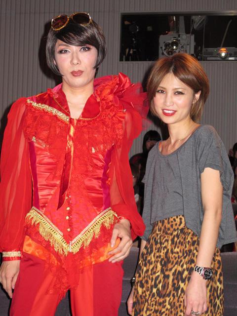 マツコ、ミッツに続く女装タレント「赤ずきん」PRイベントに登場