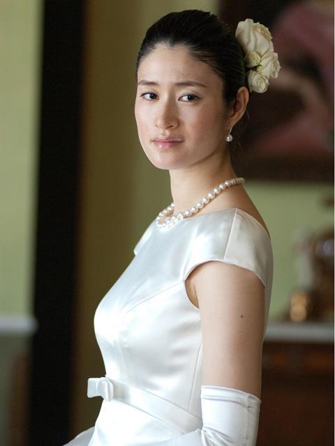小雪、結婚後初の花嫁姿を披露 役どころは極悪非道女