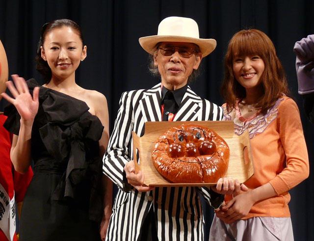 92歳やなせたかし大熱唱で、松雪&大沢を圧倒
