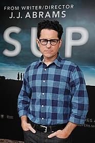 今回は脚本も自身が担当。 続編でも原作ものでもないオリジナル作としては初監督「SUPER 8 スーパーエイト」