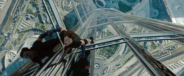 T・クルーズ、世界最高層ビルで宙吊り 「M:I」最新作予告編公開