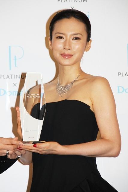 中谷美紀、プラチナ・ミューズアワード受賞「自分磨きに努めたい」