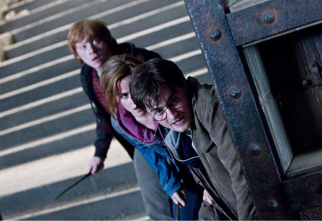 ハリー・ポッターに最大の危機!禁断の呪文を浴びる特別映像を入手
