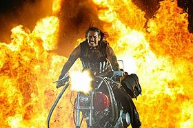 タランティーノも絶賛のB級アクション、続編2本を製作「マチェーテ」