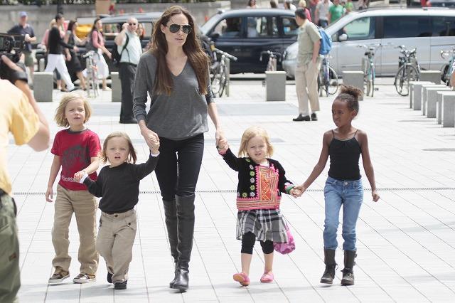 アンジェリーナ・ジョリーが子どもたちとロンドン水族館へ